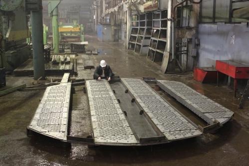 """Авторский надзор в процессе изготовления клапанных тарелок с подвижными клапанами сотрудниками ИВЦ """"Инжехим"""""""